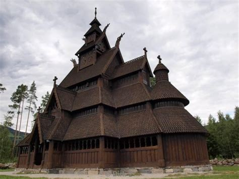 WillGoTo : Norway, Gol Stave Church and house with a green