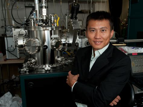 Stanford researchers seek 'Holy Grail' in battery design