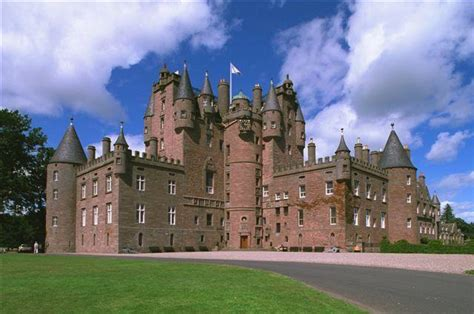 Which castle was the childhood home